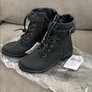 NWT 💥Girls combat boots